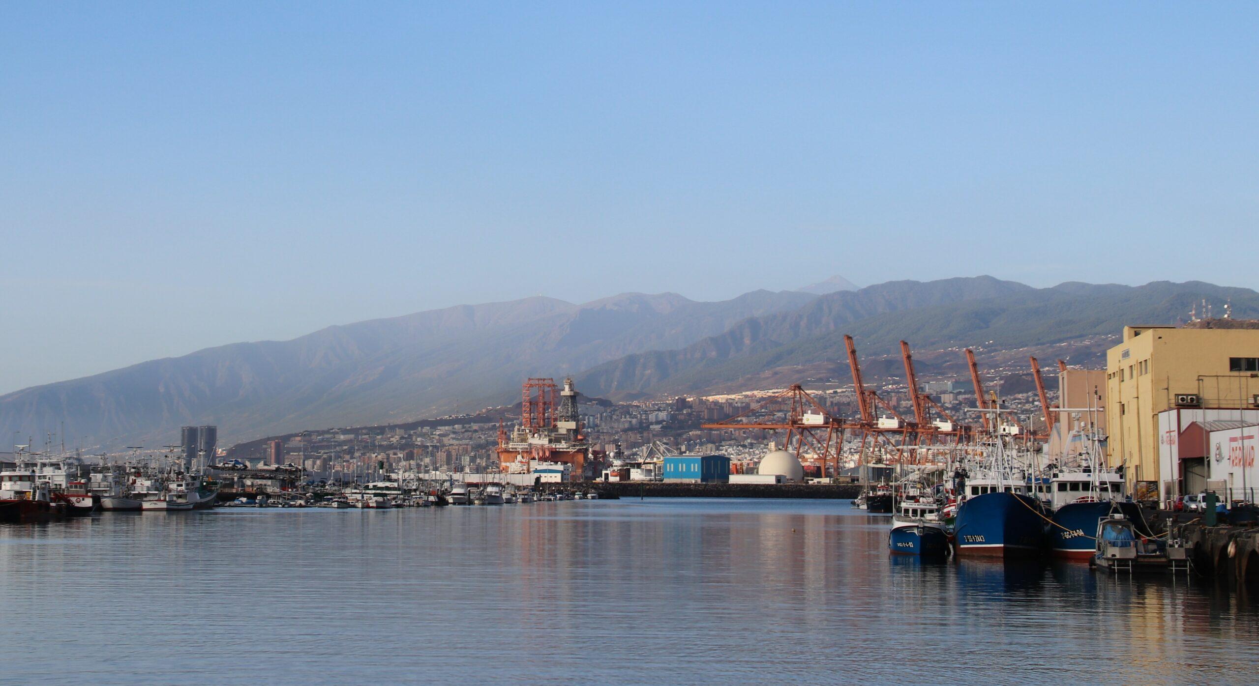 El Ministerioregulará la limitacióndeacceso a las aguas del caladerocanarioa petición del Gobiernoregional